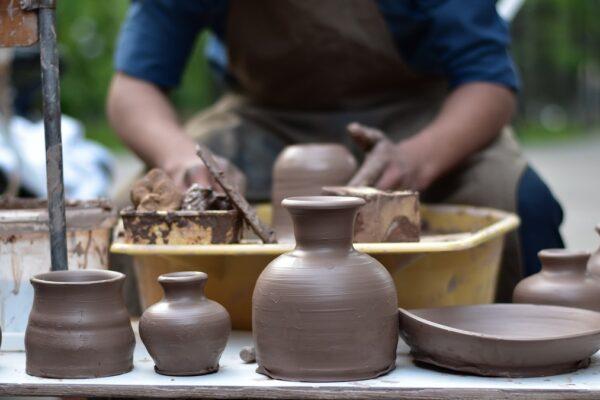 Izložba radova 24. Međunarodne kolonije umetničke keramike Zlakusa